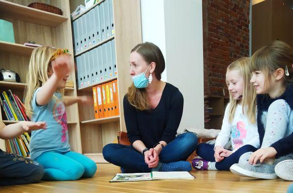 Czytanie książek przez rodziców w naszym przedszkolu.