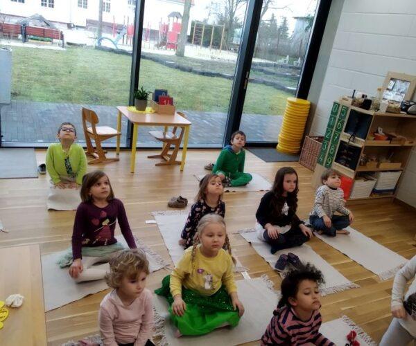 Warsztaty jogi dla dzieci w grupie Słoneczek  w ramach spotkań rodziców z dziećmi.