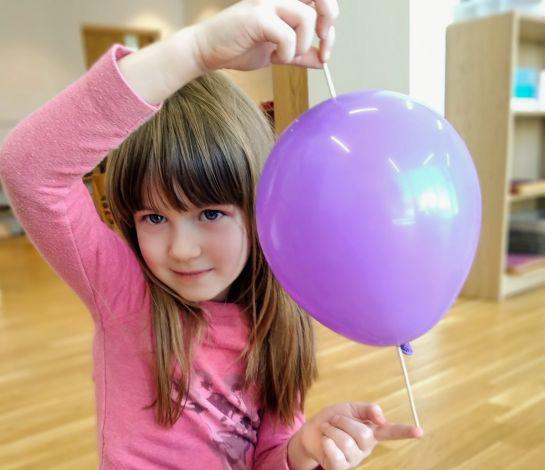 """""""Wykałaczka w balonie"""" – eksperymenty w grupie tęczowej"""