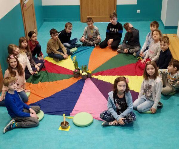 """Rezitationswettbewerb in unserer Schule unter dem Motto : """"Begrüße den Frühling mit einem Gedicht""""!"""