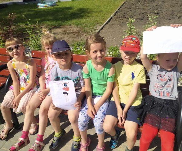 Gemeinsame Montessori Arbeit unserer Schüler und Kindergartenkinder als Vorbereitung für die 1. Klasse in der Schule