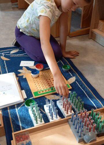 Montessori Arbeit in unserer Schule im Primarbereich.