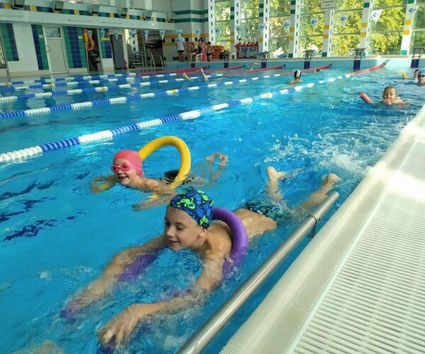 Unsere Schüler beim Schwimmunterricht.